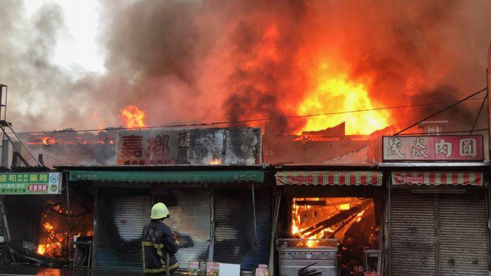 苑裡市場大火連燒300坪 肉圓老店沒了