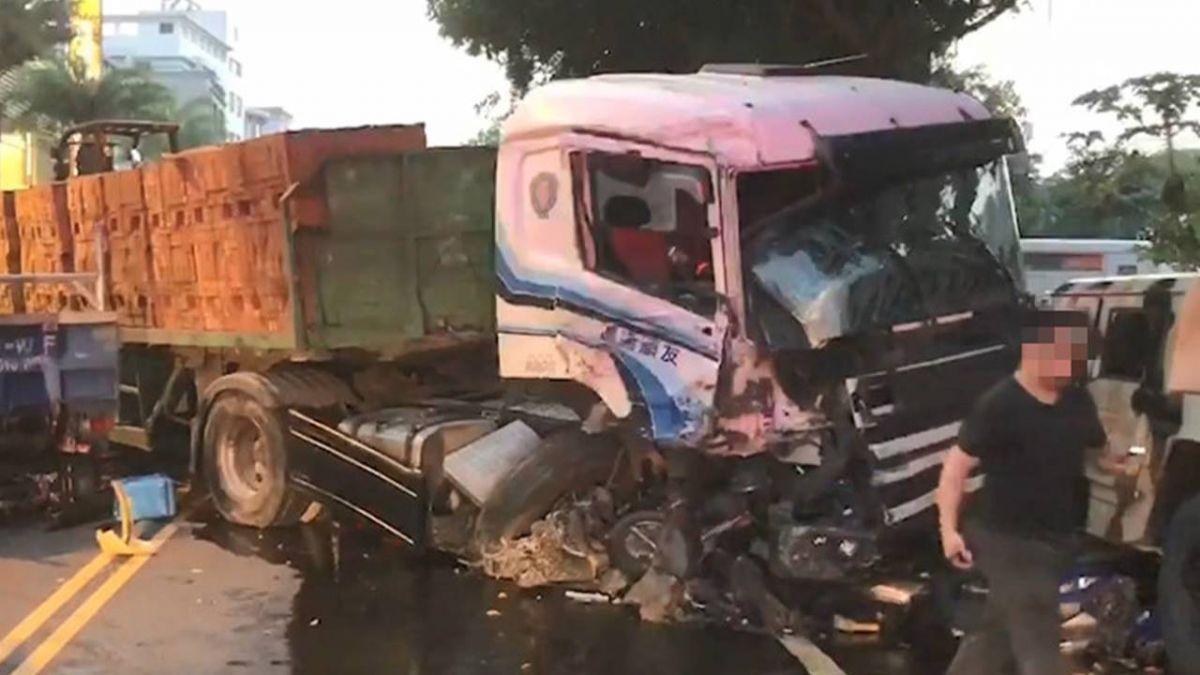 南投送磚車「下坡急衝」狂輾27車 21歲駕駛賠償鉅額曝光