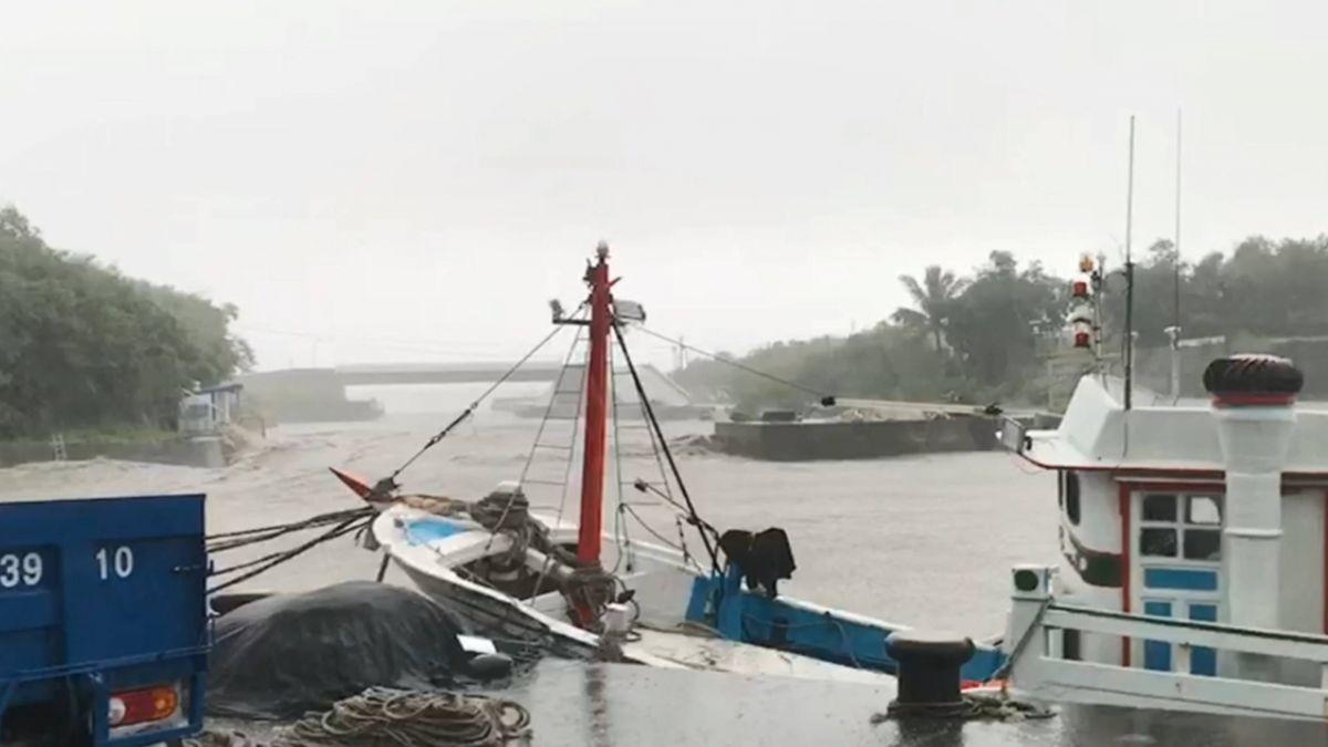 避山竹躲尚武漁港 「阿甘號」遭群船擠壓半沉