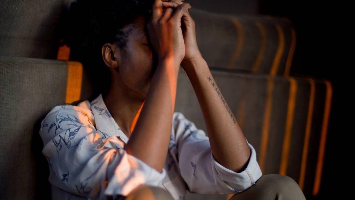 目睹女友遭2男輪流性侵!19歲少年自責…隔日崩潰上吊亡