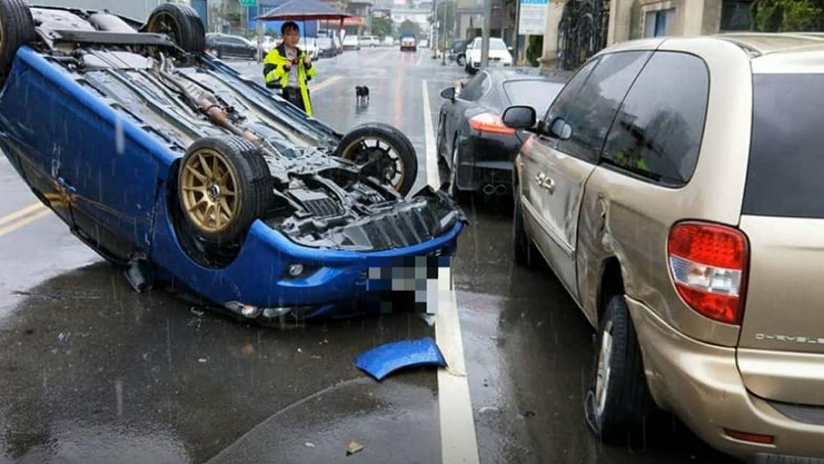 與衰神同行?保時捷停路邊又GG 車主歪臉:上月被撞才花12萬修