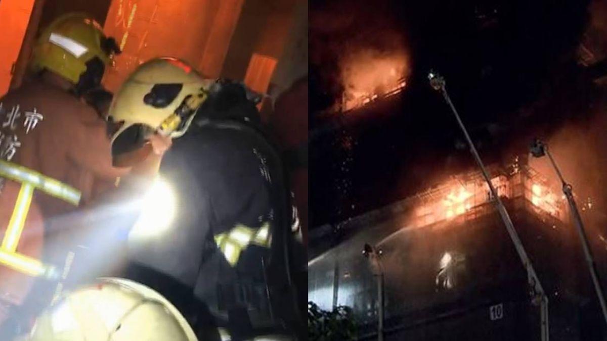 消防員扛超重裝備爬16樓救援 凌晨5點還不敢睡...網友:「辛苦了」