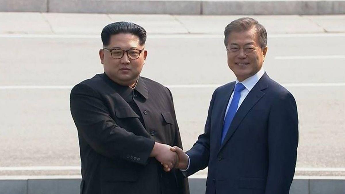 文在寅3會金正恩!北韓民眾揮舞花束 高喊:祖國統一
