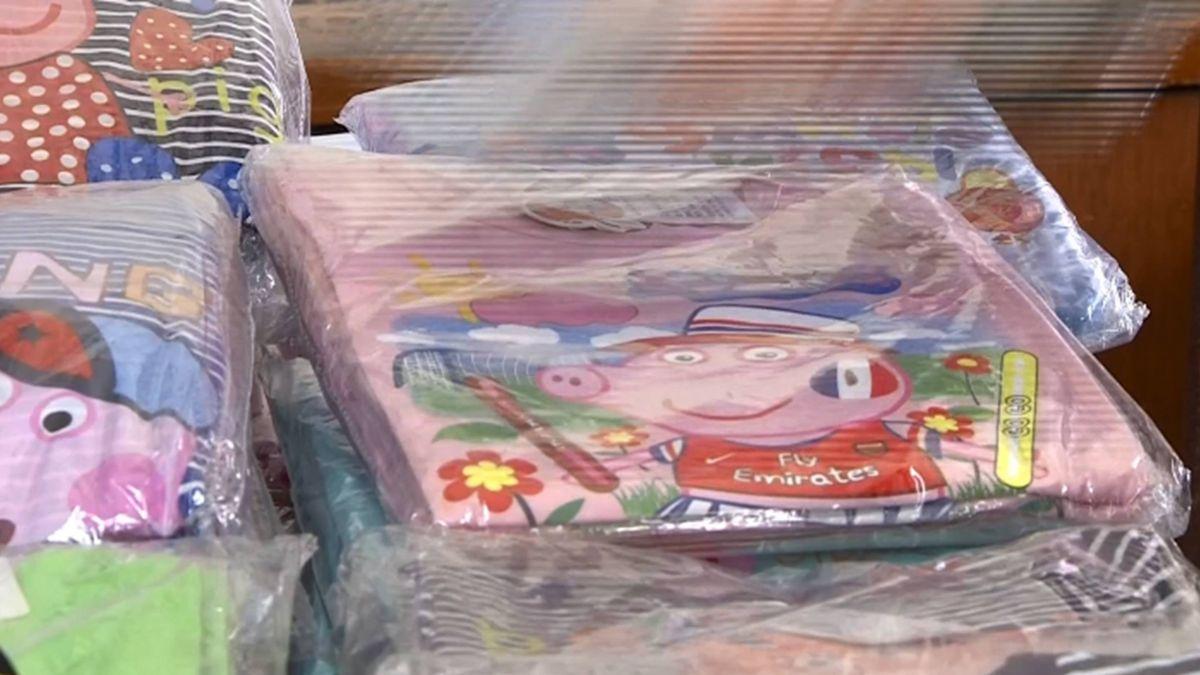 家長注意!仿童裝佩佩豬款賣到缺貨 警:染料不明恐傷身!