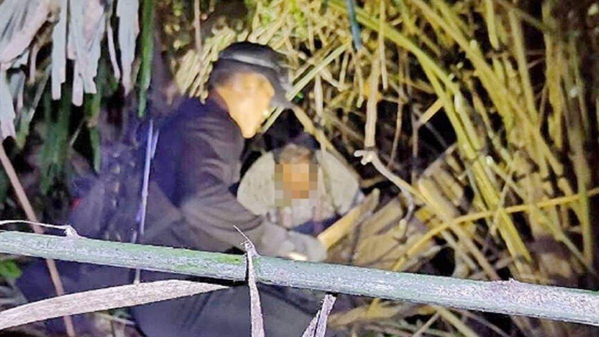 獲救了!高雄老翁登山跌落洞穴…警消搜救6小時帶下山