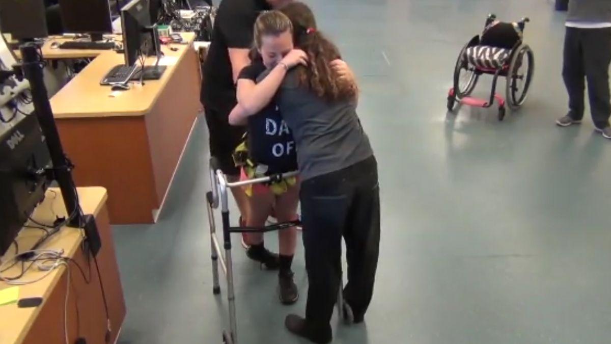24歲女孩車禍癱3年! 脊椎科技讓她人生再邁步