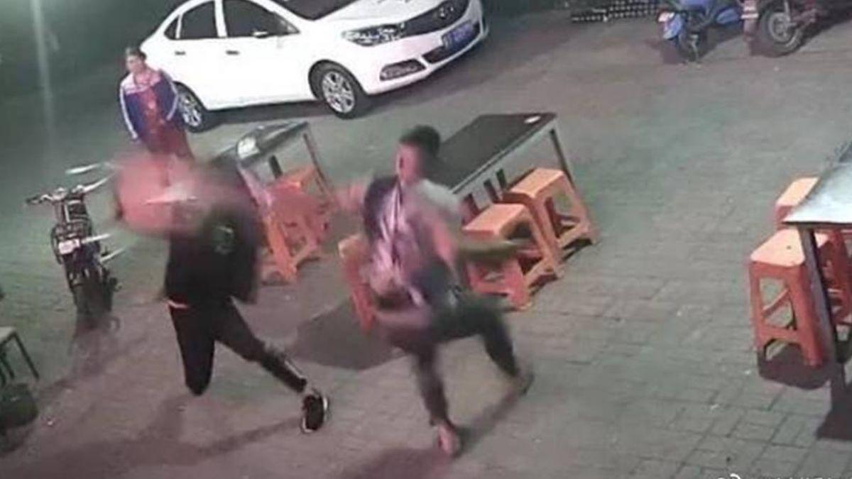 搶著幫忙結帳!2陌生男子「互練武功」被逮 網:竟有這種好事