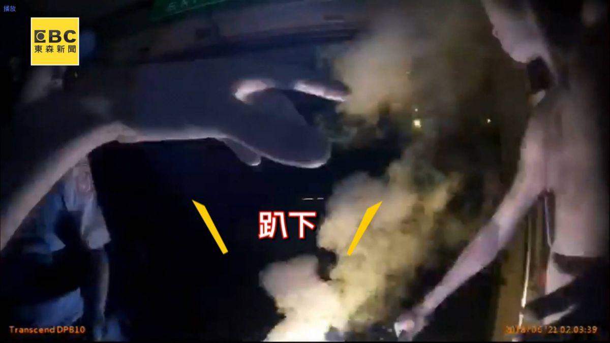 【獨家】傻眼!KTV互鬥男子竟「點信號彈燒人」  嫌犯被逮後稱:怕他打女友