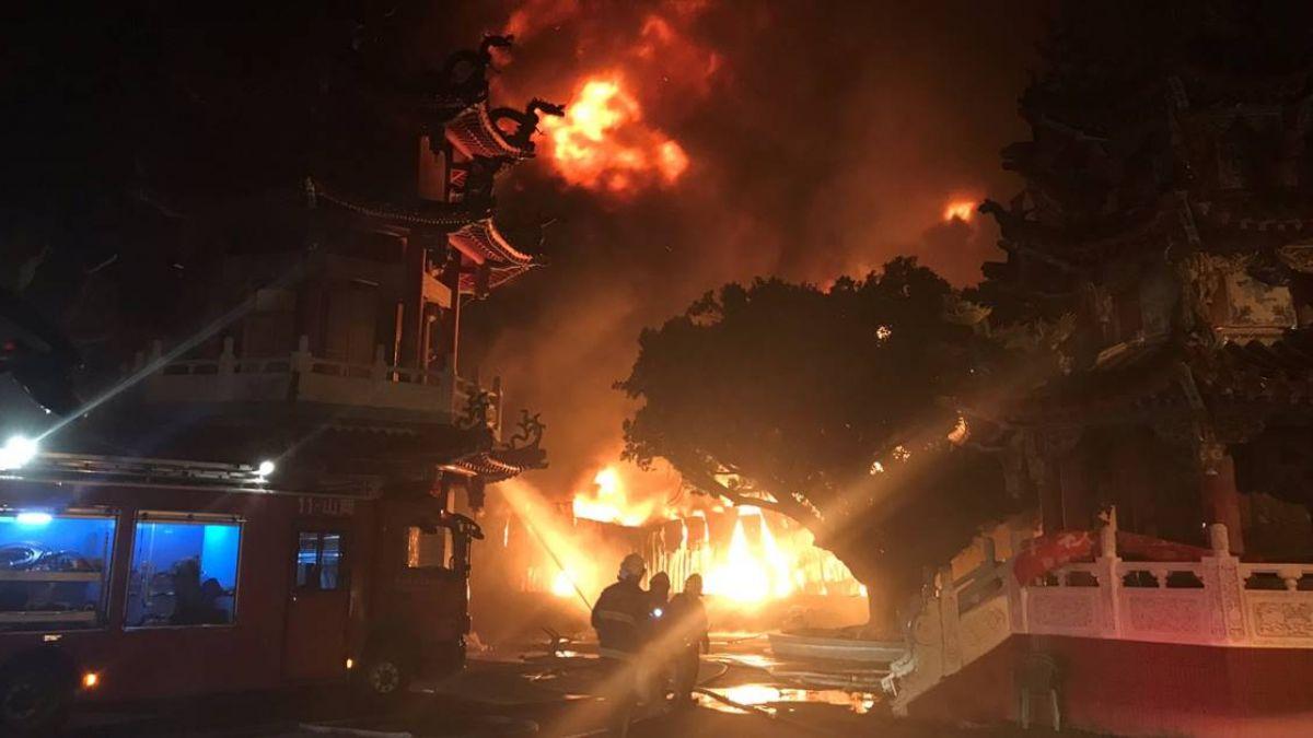 高雄倉庫延燒8小時…空拍機升空監控 火勢已獲控制