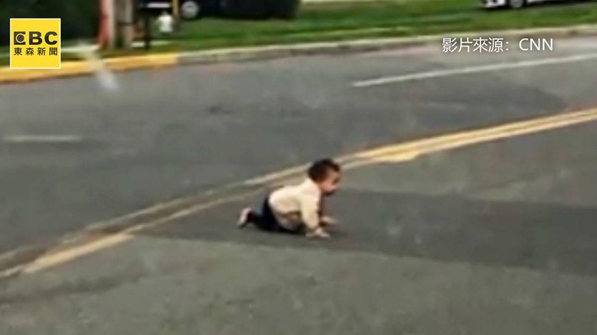 馬路驚見「玩具」險輾過!駕駛停車看...竟是10月大男嬰