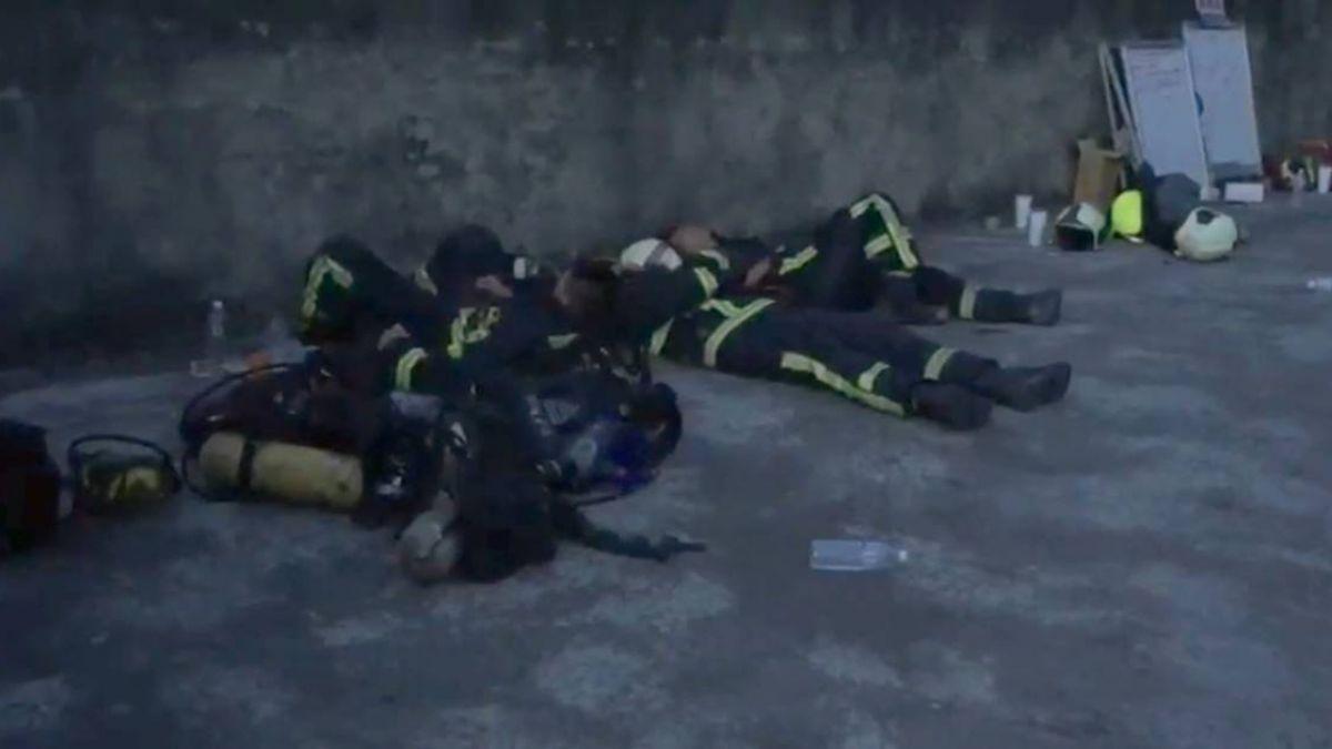 龍井紙廠狂燒9小時燬4工廠!民嚇得不敢睡…消防人員累癱