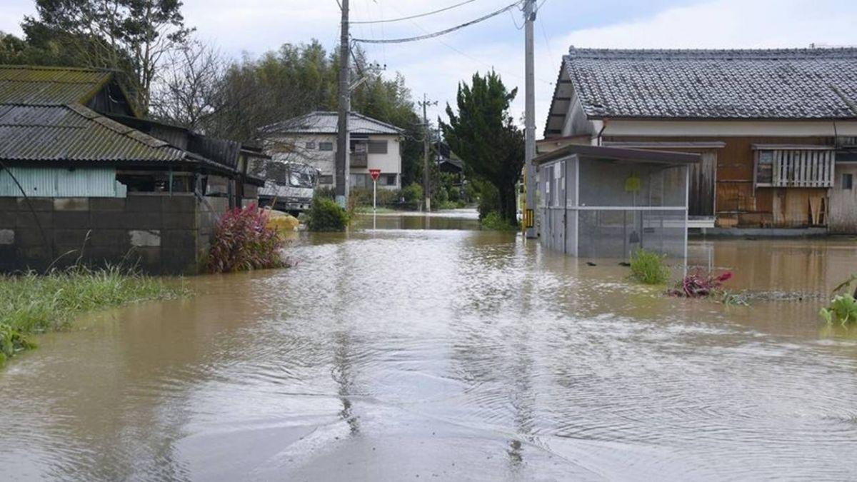 颱風潭美登陸日本 釀76人受傷1人下落不明