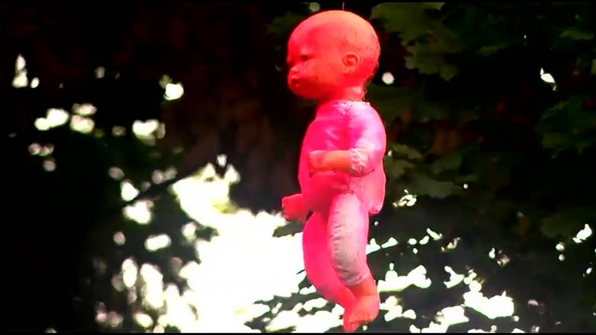 「血布偶」高掛電桿之謎 墨西哥娃娃島神秘巧合