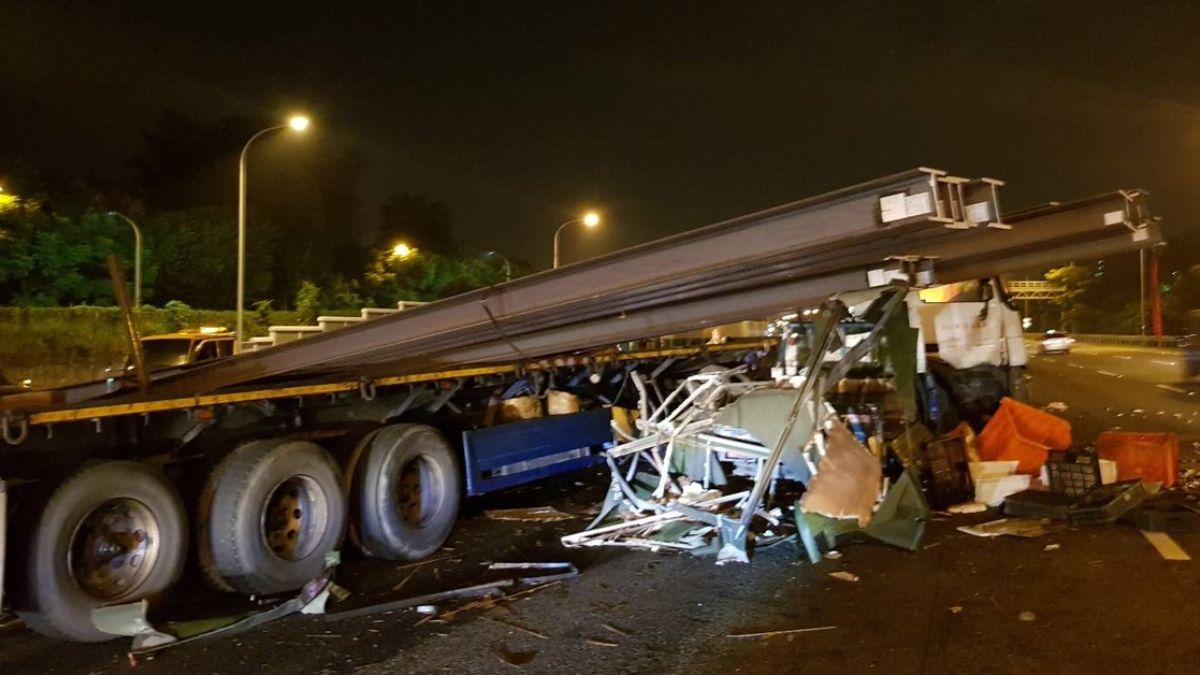 拖板車撞國道護欄!20根鋼梁飛出 砸對向休旅車