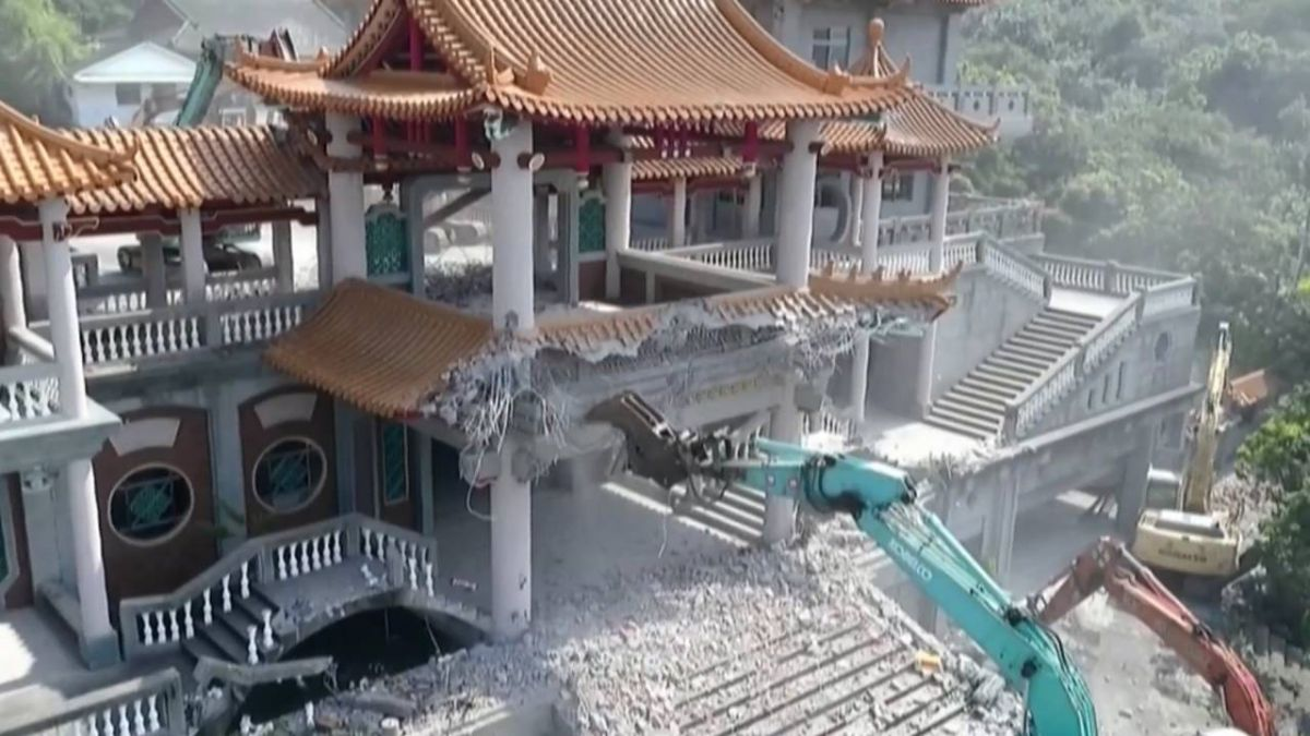 7天工程剷成平地!民眾見證「五星廟」最後一面牆倒