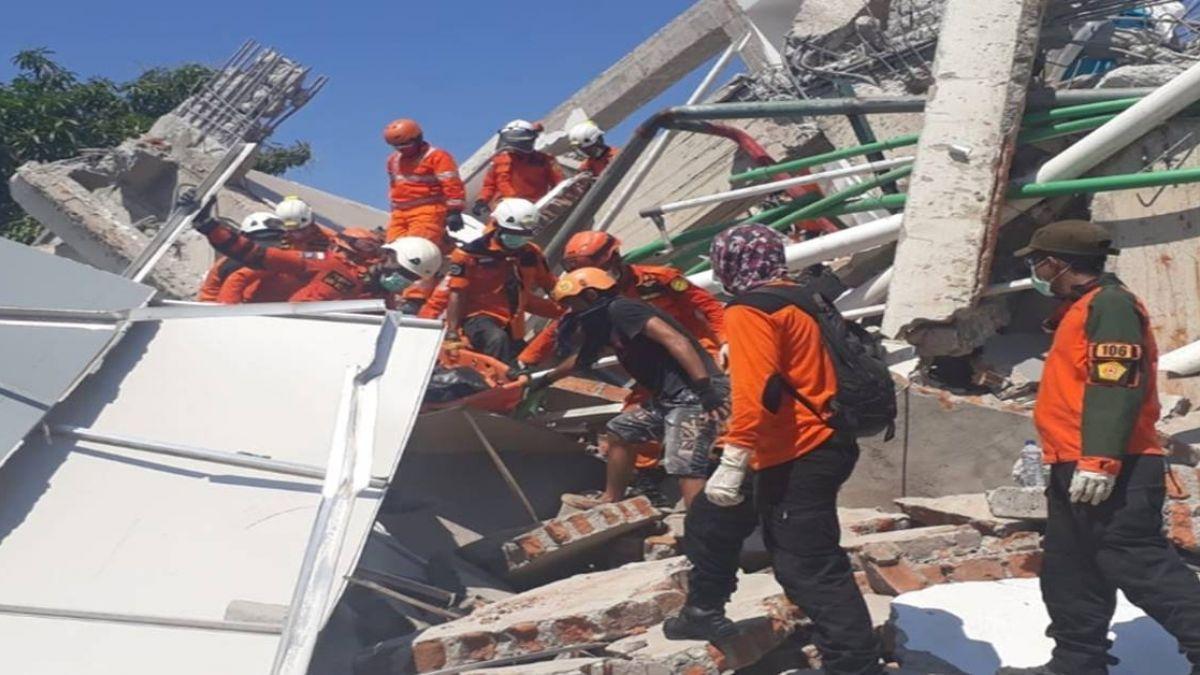 印尼出動軍艦撤離巴路市地震災民