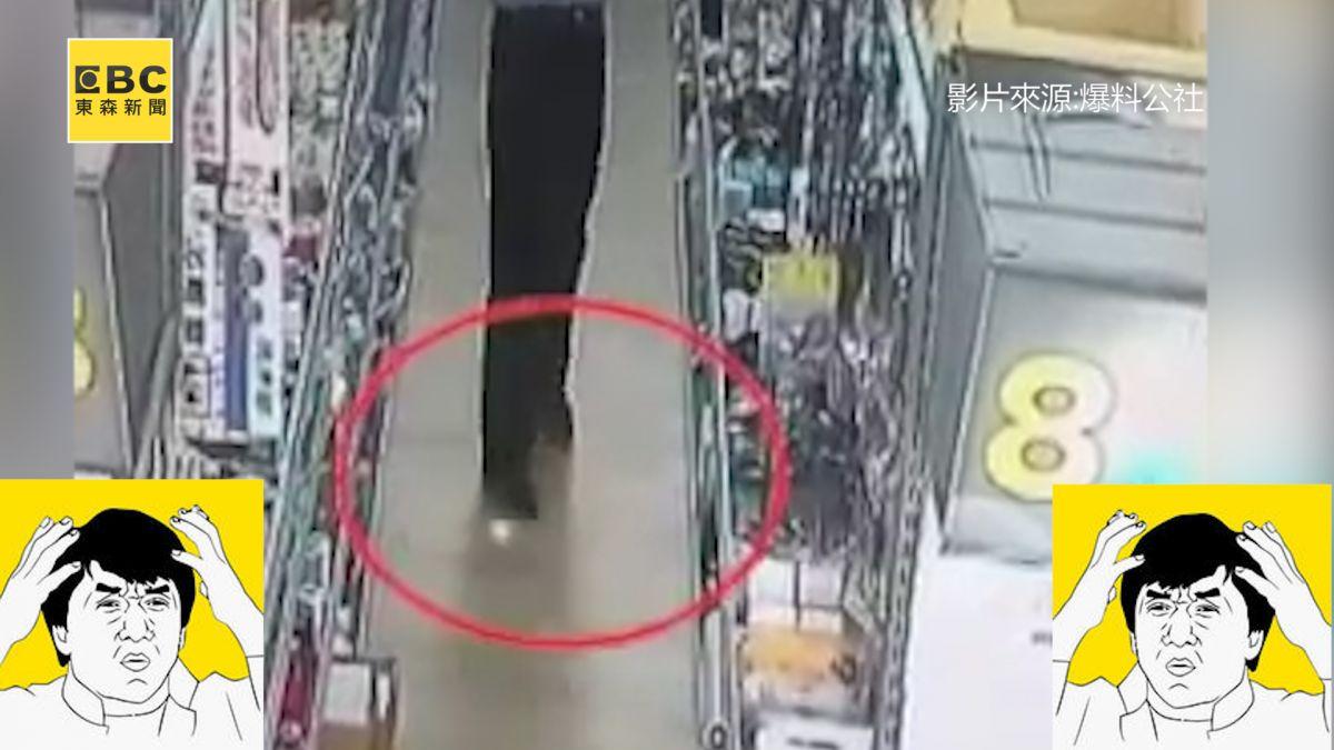 女掉500元...貪阿伯偷偷踩住撿走 警察:涉及侵占罪