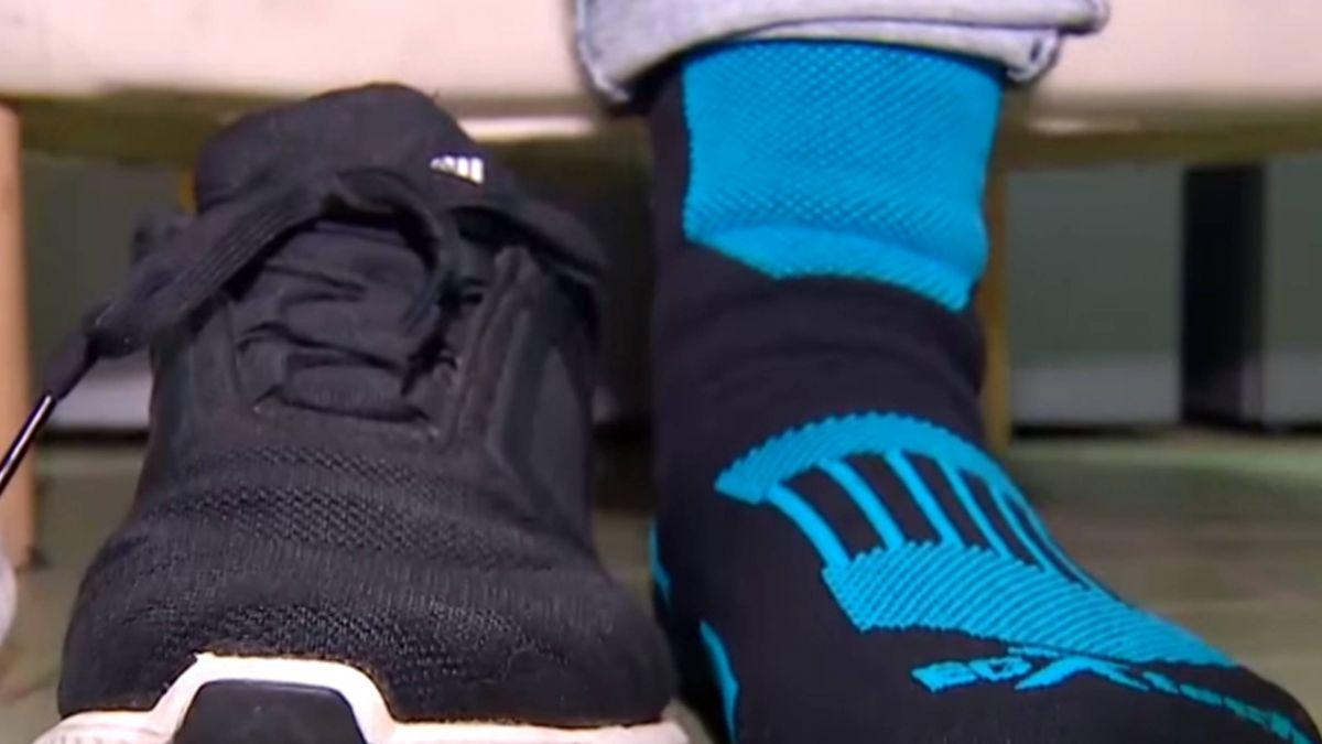 【獨家】下雨天只能穿雨鞋!?業者推「防水襪」不怕淋濕