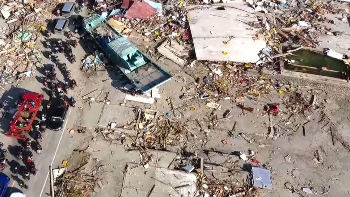 印尼強震海嘯已奪逾千命  災民悲泣:半數家人都走了!
