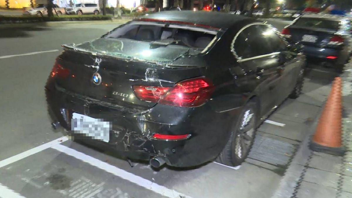 命比較重要!男被3車包夾 棄百萬BMW急逃逸