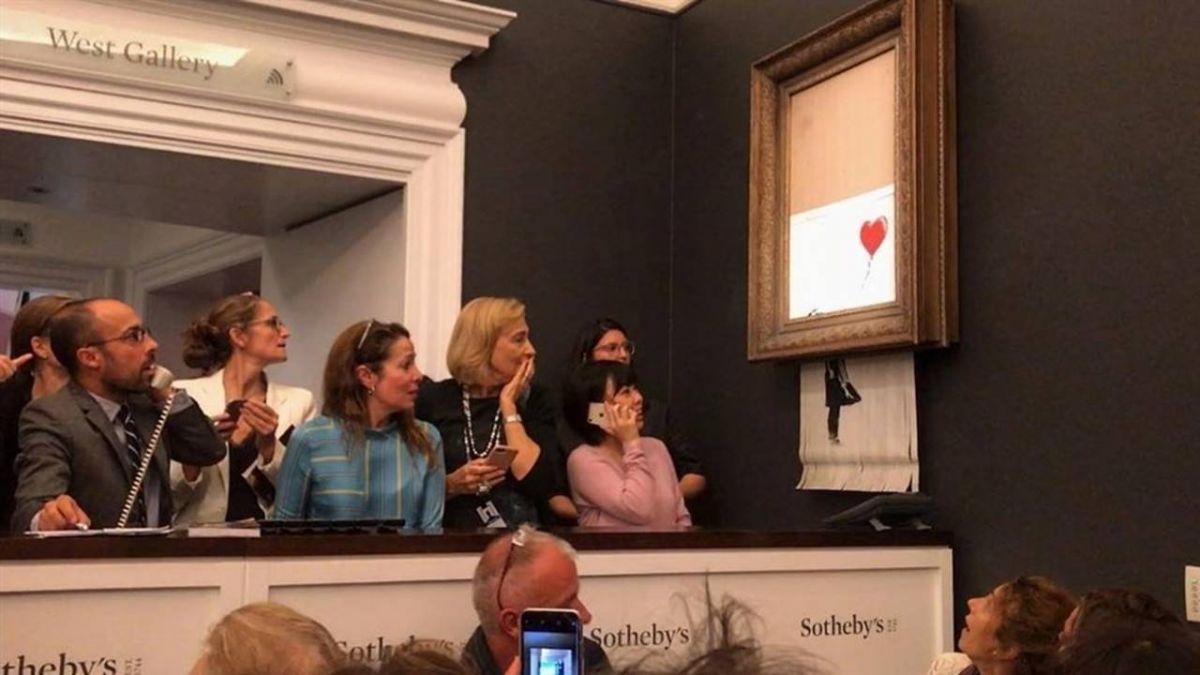 藝術家班克西自毀作品「氣球女孩」 法專家稱天才