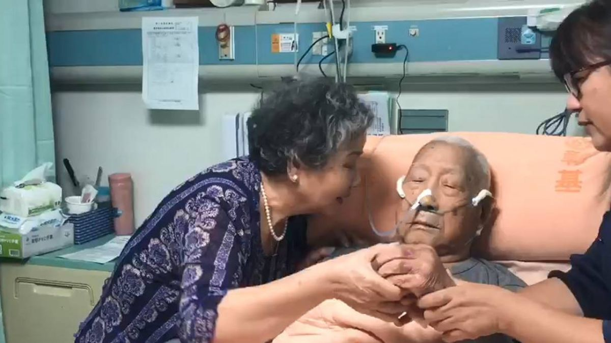 60年鑽石婚!阿嬤牽手問「愛不愛我」 93歲阿公躺病榻一個字惹淚崩