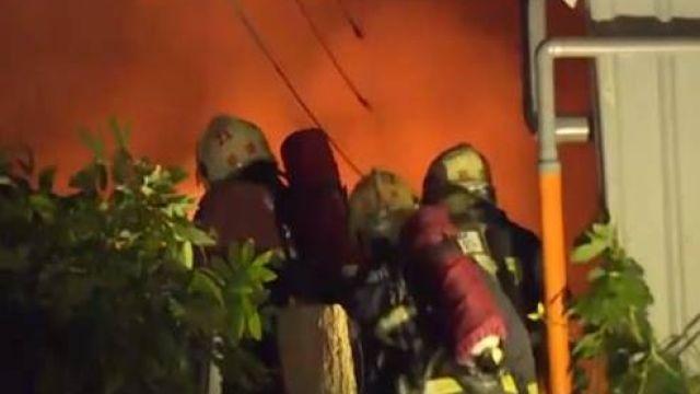 【影片】三合院惡火! 11歲童命危 夜班單親父趕回痛哭