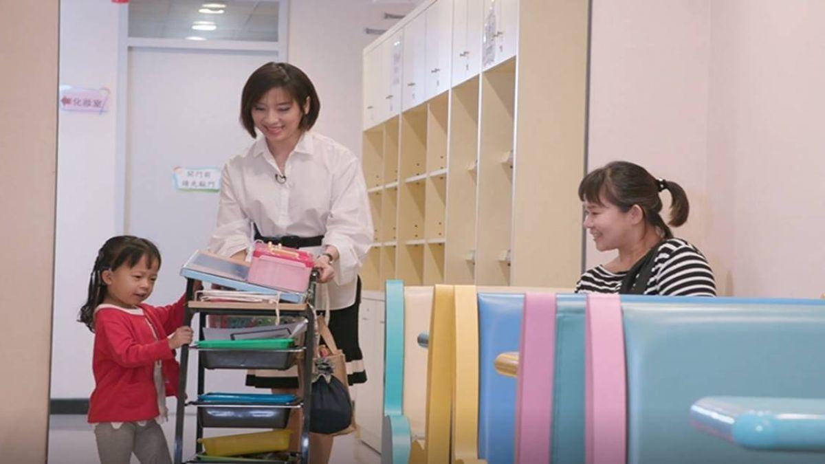 【影片】東森傳愛!主播一日任務 練習擔任聽覺口語師