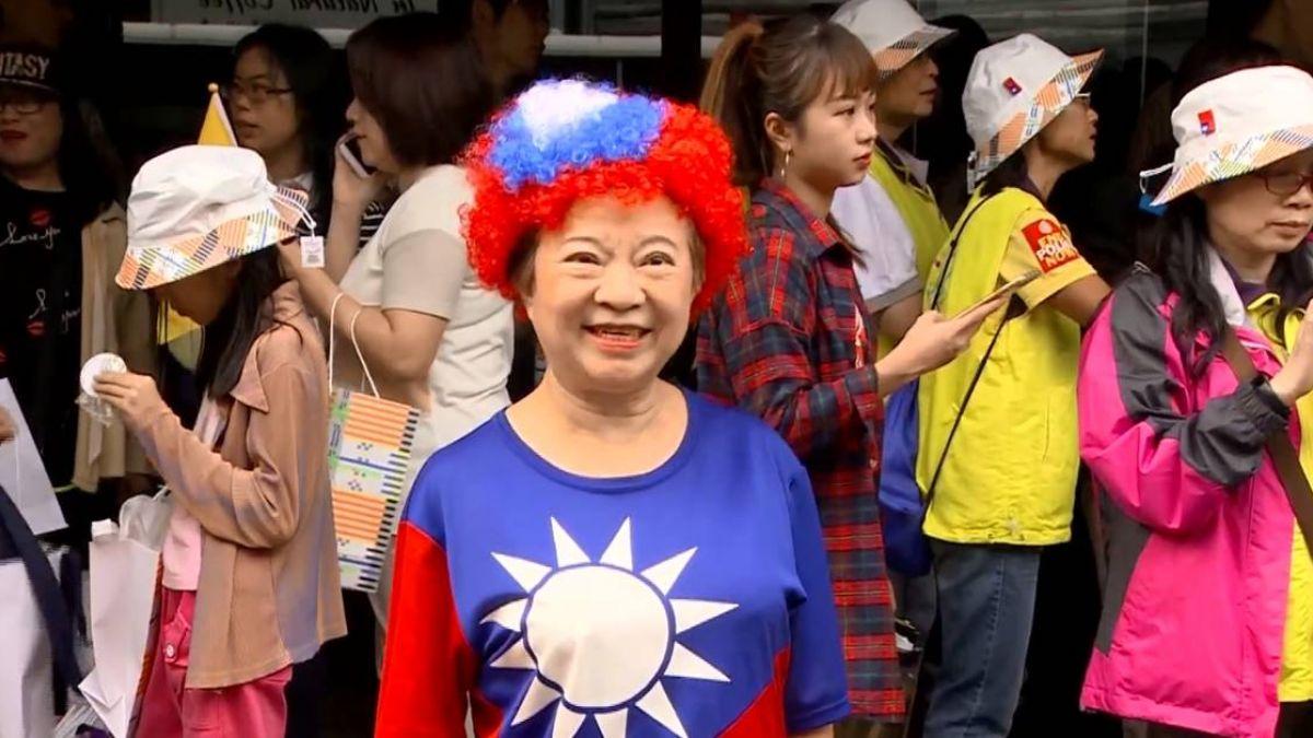 就是愛台灣!「國旗嬤」雙十自掏腰包 海發500頂紅藍帽
