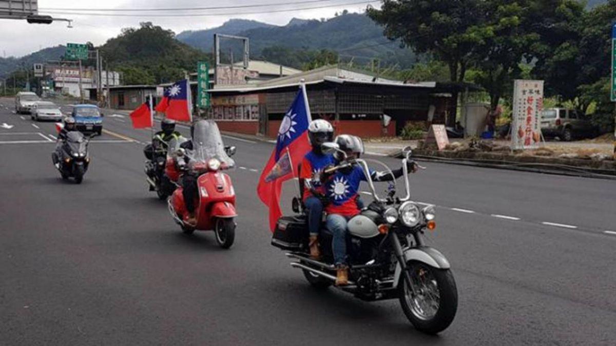 另類慶祝雙十國慶  重機車友懸掛國旗騎聚