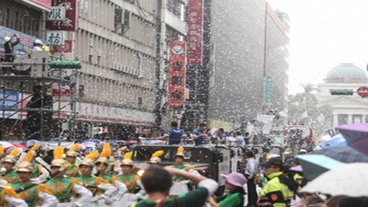 亞運台灣英雄幕後推手 國慶花車遊行享受歡呼