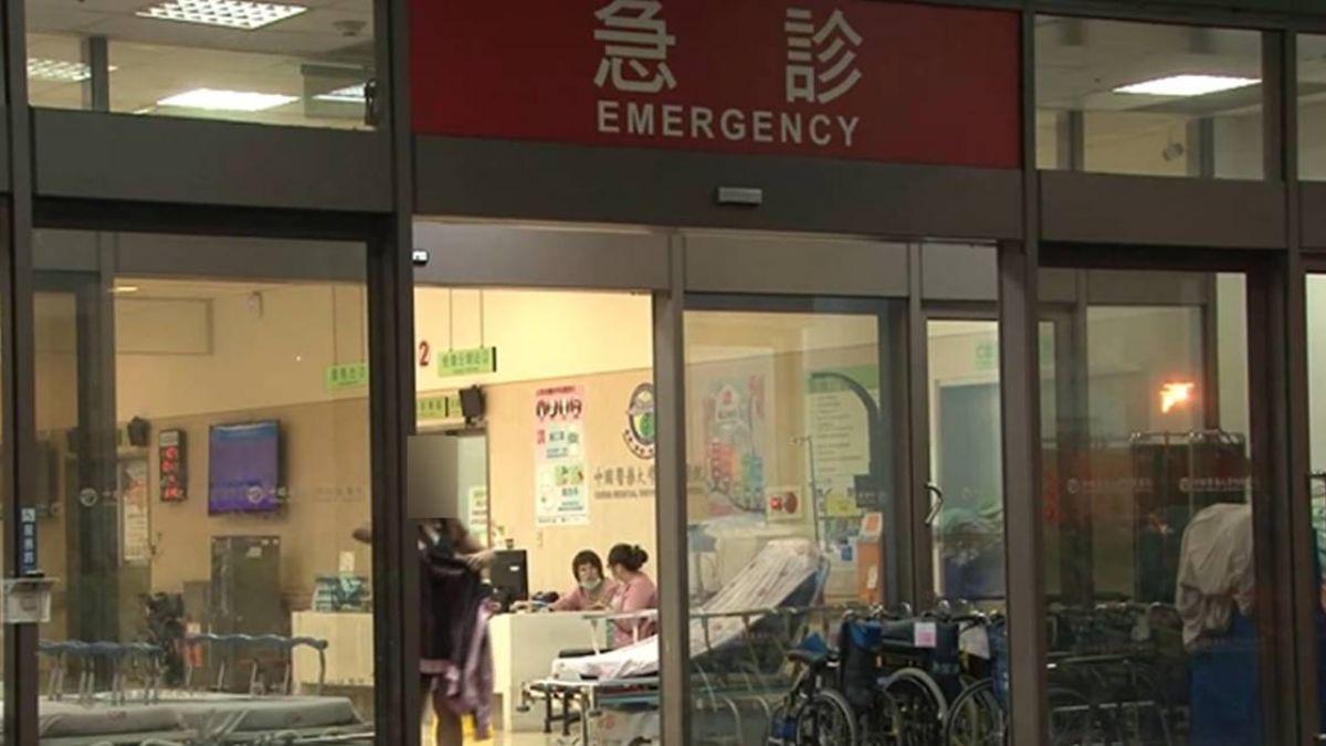 操台語口音報信:門口有人倒地!男浴血遭丟包 黑道救命醫院前命危