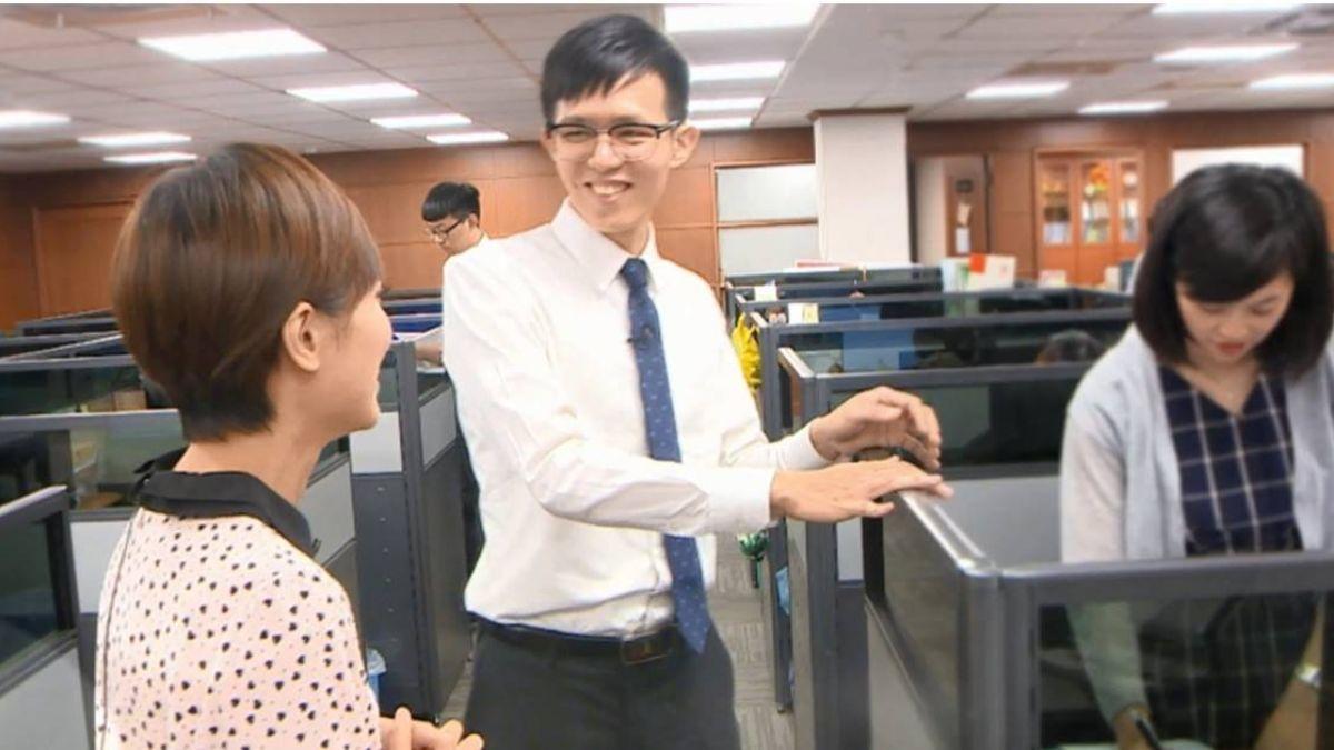 【影片】東森傳愛!聽損男孩吳厚廷初入職場 重度聽損更努力