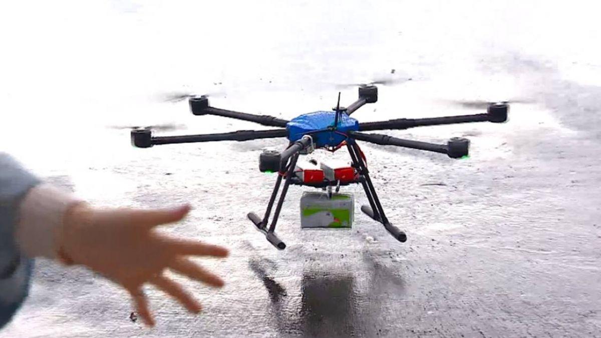 「天上掉下來的禮物」 無人機送貨首試飛成功