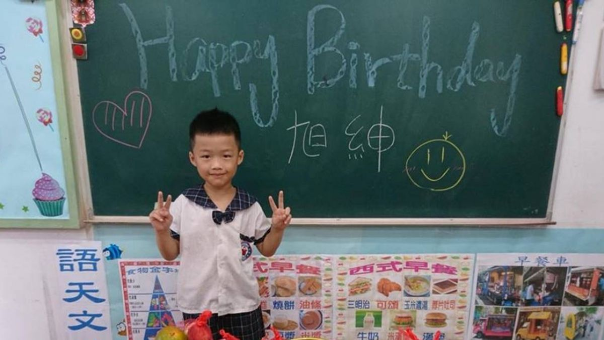 【影】為兒慶生!媽霸氣送「七彩水果包」網讚爆:可以跟你同班嗎