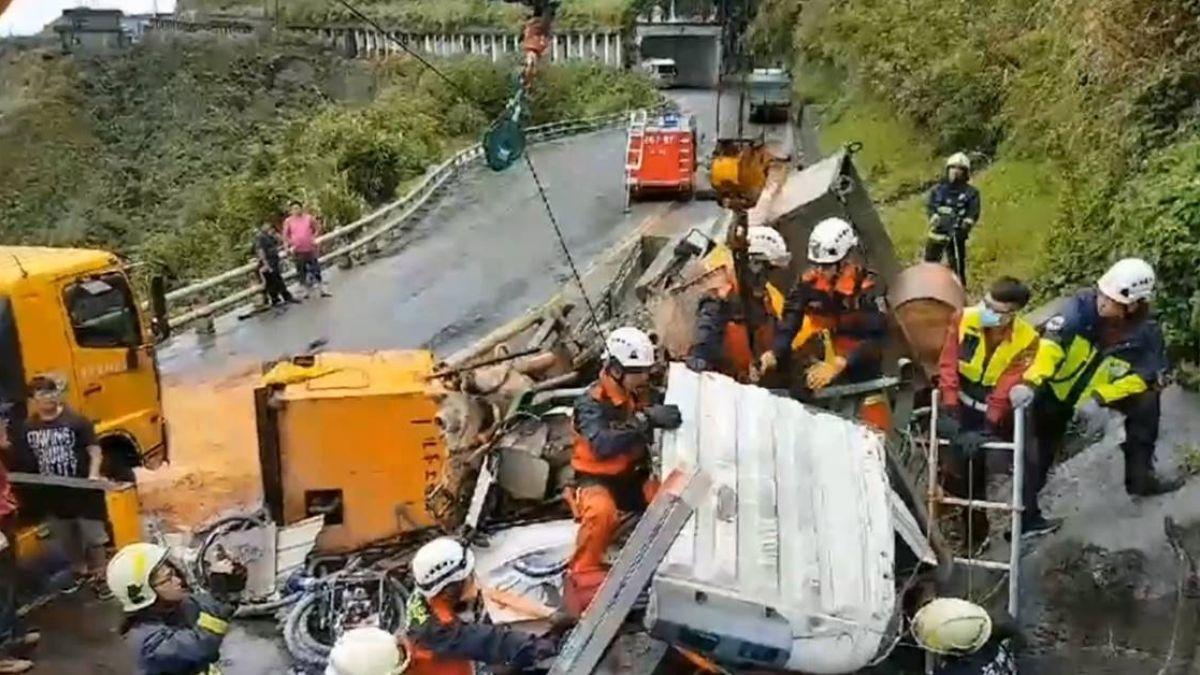 【影片】蘇花卡車自撞護欄 警消與時間賽跑搶救