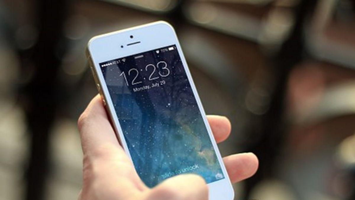 人妻撿到手機 警深夜來電逼「現在拿來」…網怒了!